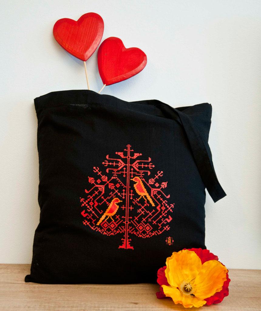 """Traista motiv tradițional """"Inima plină de iubire """""""