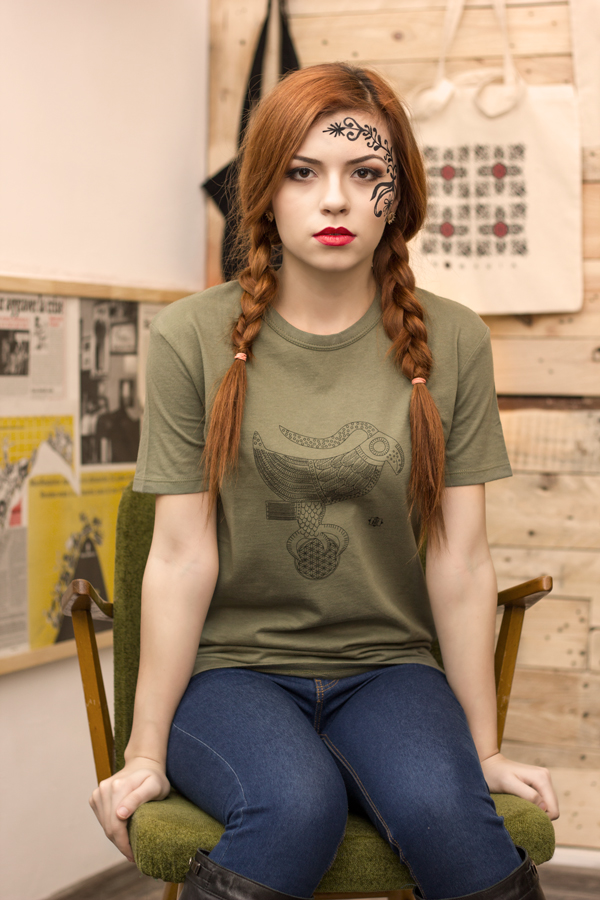 Tricou fete motiv dacic verde vulturul cu floarea vietii